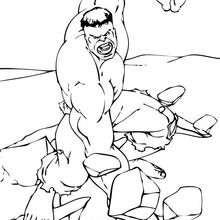 Hulk zerbricht einen Felsen