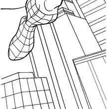 Spiderman springt von Gebäude zu Gebäude