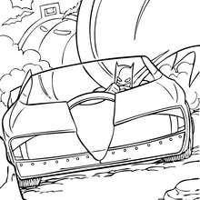 Batman fährt sein Batmobil