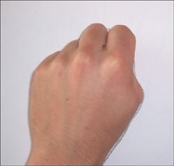 Wie du einen Außerirdischen mit deiner Hand malst