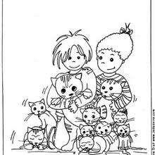 Kinder umringt von Katzen
