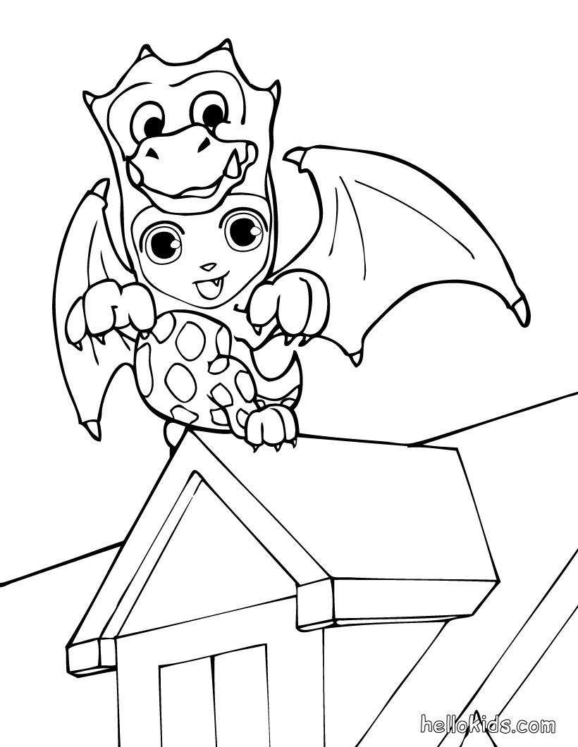 Teo trägt ein halloween drachenkostüm zum ausmalen zum ...