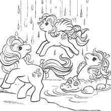 Ponies und Wasserfall zum Ausmalen