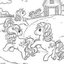 Ponies laufen nach Hause zum Ausmalen