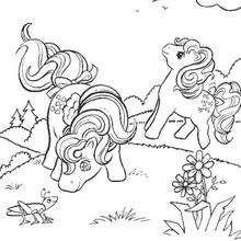 Pony spielt mit einer Grille zum Ausmalen