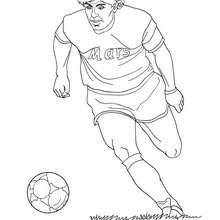 Maradona spielt Fussball zum Ausmalen