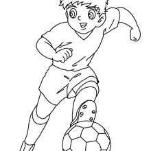 Fussballer dribbelt zum Ausmalen