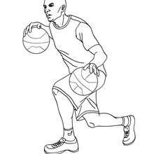 Spieler dribbelt mit einem Ball in jeder Hand zum Ausmalen