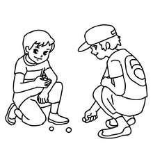 Jungs spielen in der Schule Murmeln zum Ausmalen