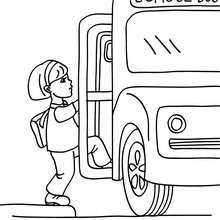 Schüler steigt in den Schulbus zum Ausmalen