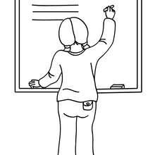 Schüler schreibt an die Tafel zum Ausmalen
