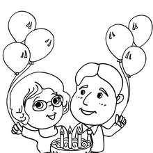 Eltern mit Geburtstagskuchen zum Ausmalen