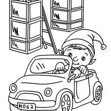 Weihnachtswichtel fährt ein Kinderauto in der Weihnachstmannfabrik zum Ausmalen
