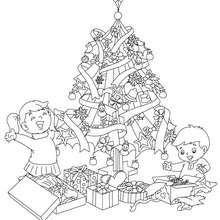 Weihnachtsbaum mit Geschenken und Kindern zum Ausmalen