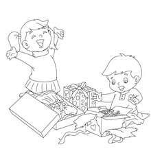 Kinder öffnen ihre Geschenke zum Ausmalen