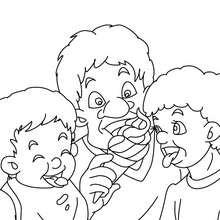 Papa isst mit Kindern Eis zum Ausmalen