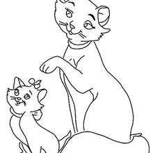 Katzenmutter mit ihren Kätzchen