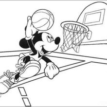 Micky Maus spielt Basketball