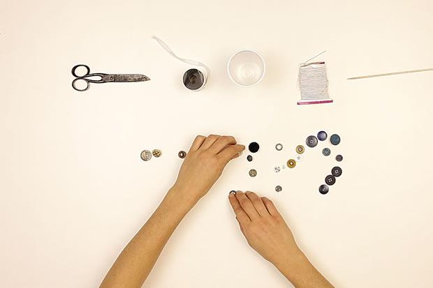 Fabriquer un collier avec des boutons