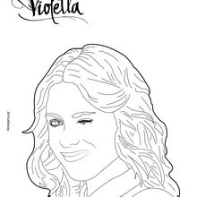 Violetta, die ein Zwinkern macht
