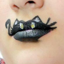 Schminken auf Lippen: schwarze Katze