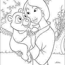 Mulan mit einem kleinen Bär